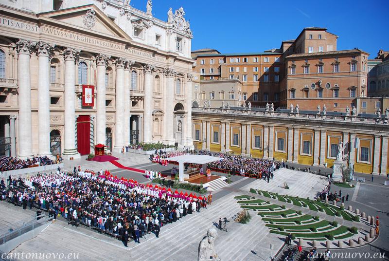 Immagine di Piazza S.Pietro durante la solenne celebrazione per la domenica delle Palme nel 2010